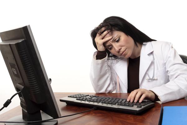 Médica strees com computador