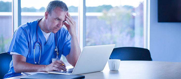 Software médico gratuito: 4 principais riscos de utilizá-lo na sua clínica