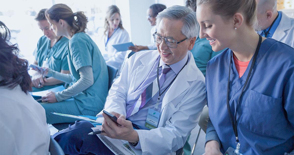 Como os médicos usam dispositivos móveis no cenário clínico