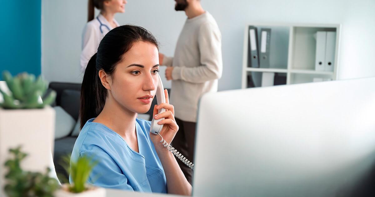 Como se destacar no trabalho como recepcionista de clínica?